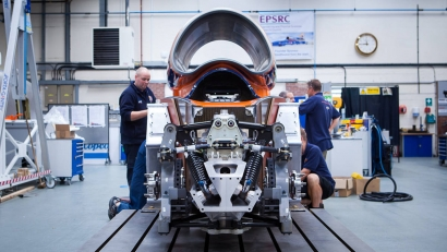 Bloodhound Supersonic Car получает Jaguar c супер сердцем в 550 л.с.